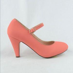 NEW Women's Vintage Zigzag-Edge Pump Heels